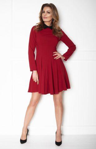 Sukienka taliowana z rozkloszowanym dołem