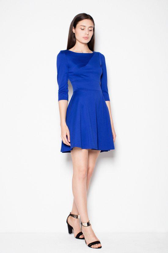 Rozkloszowana sukienka odcinana w pasie