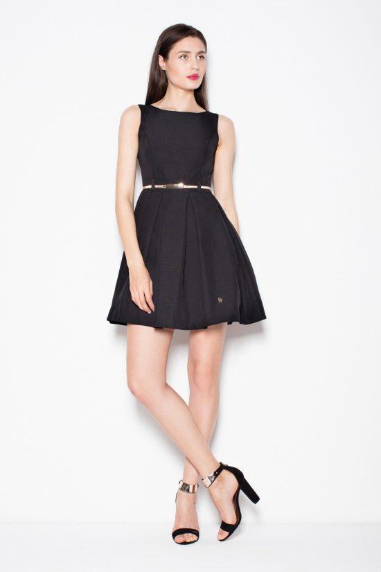 Czarna sukienka odcinana w pasie