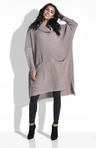 Długi sweter z golfem o luźnym kroju