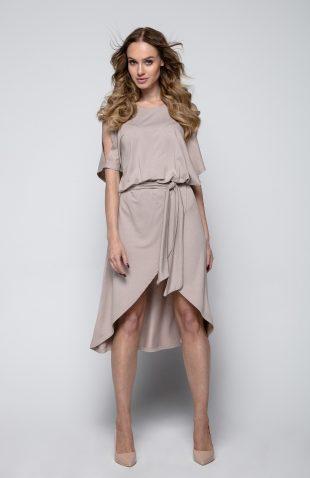 Sukienka o asymetrycznym kroju z rozcięciami na ramionach