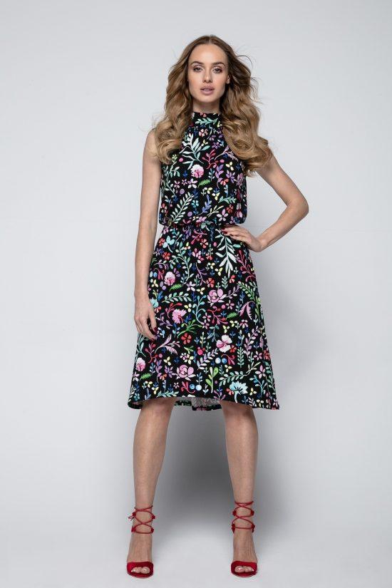 Sukienka z motywem w kolorowe kwiaty