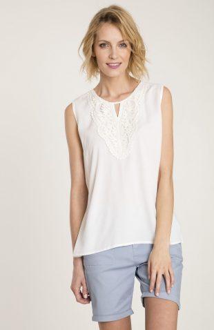 Biała letnia bluzka z ozdobną koronką