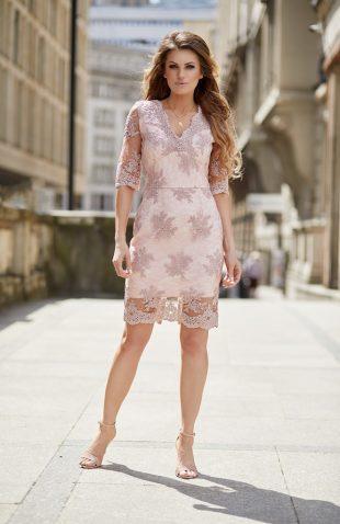 Elegancka sukienka z delikatnej koronki na lato