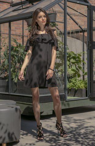 Sukienka hiszpanka z odsłoniętymi ramionami