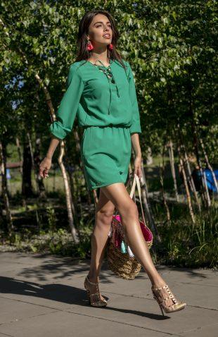 Letnia sukienka z wiązaniem przy dekolcie
