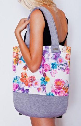 Piankowa torba z modnym motywem w kwiaty