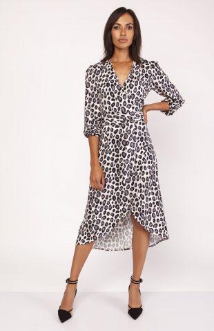 Elegancka sukienka w panterkę z przedłużanym tyłem