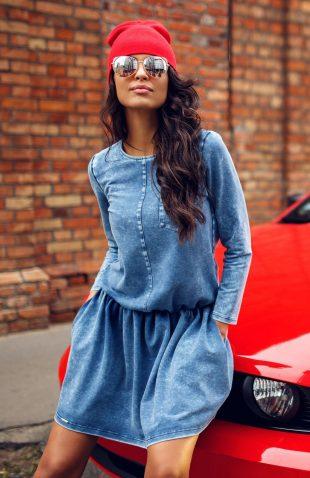 Rozkloszowana sukienka jeansowa z kieszeniami