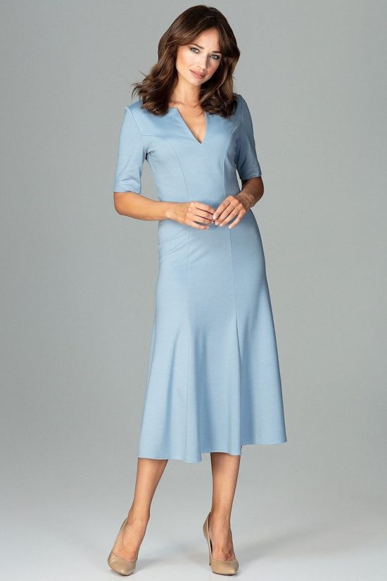 Elegancka sukienka do biura rozkloszowana niebieska