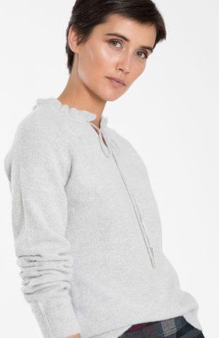 Ciepły sweter damski z dekoracyjną stójką szary