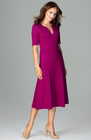 Elegancka sukienka do biura rozkloszowana fuksja