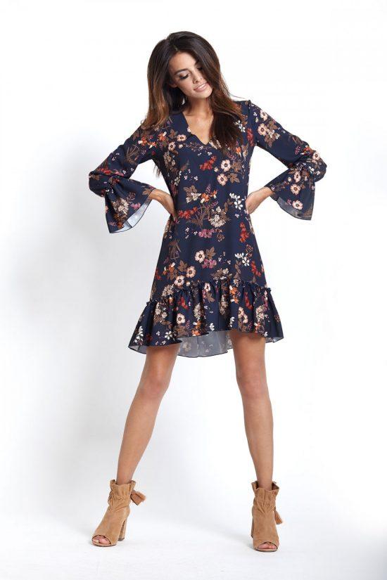 Prosta sukienka z falbanami w kwiaty na jesień