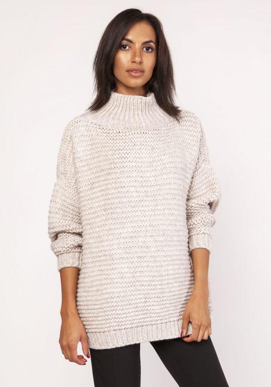 Ciepły dzianinowy sweter z golfem beżowy