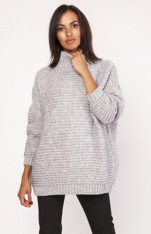 Ciepły dzianinowy sweter z golfem szary
