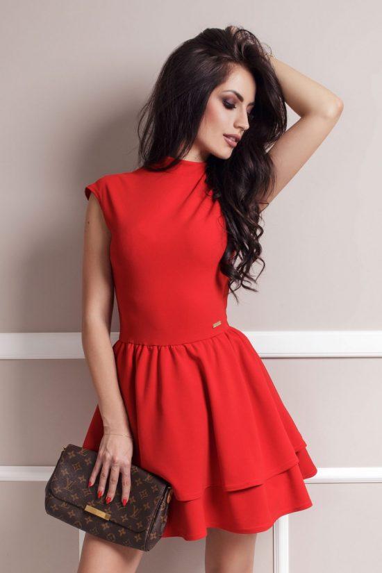 Elegancka rozkloszowana sukienka z falbanami czerwona