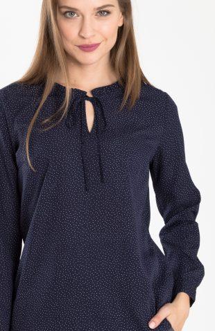 Delikatna elegancka bluzka w kropki ze stójką