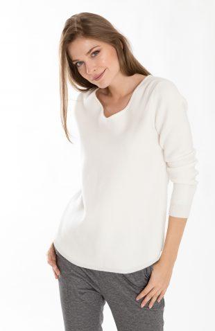 Klasyczny ciepły miękki sweter w serek ecru