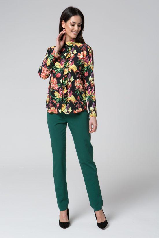 Elegancka delikatna bluzka koszulowa z falbaną