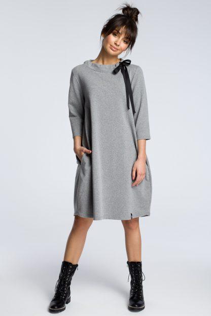 Bawełniana luźna sukienka midi ze stójką i z wiązaniem
