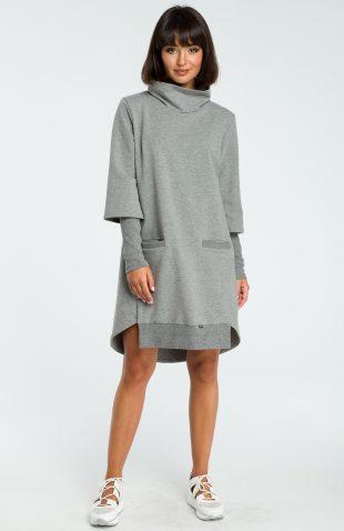 Bawełniana sukienka do kolan z golfem o luźnym kroju
