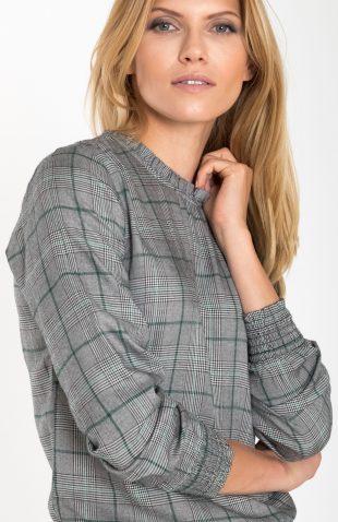 Elegancka bluzka w kratę ze stójką