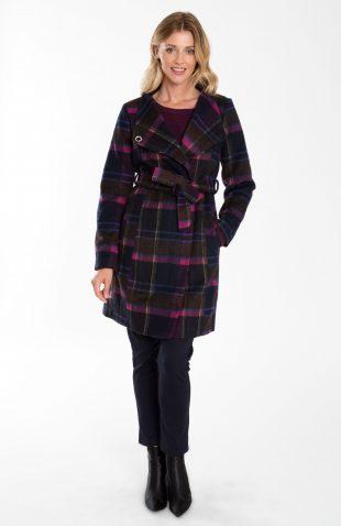 Klasyczny elegancki płaszcz w kratę z paskiem