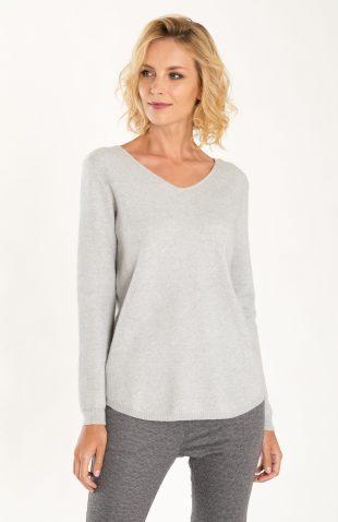 Klasyczny ciepły miękki sweter w serek szary