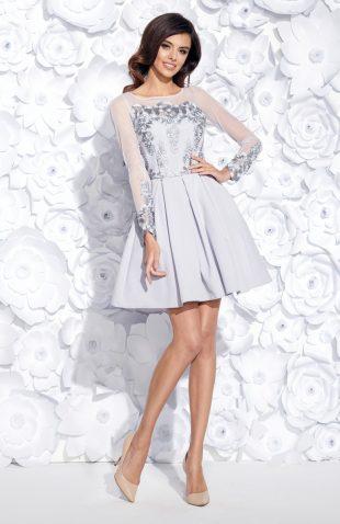 Sukienka wieczorowa rozkloszowana z haftem szara