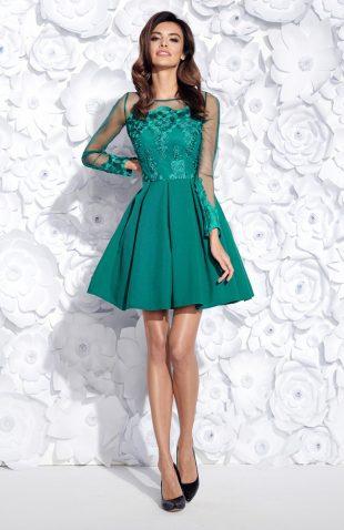 Sukienka wieczorowa rozkloszowana z haftem zielona