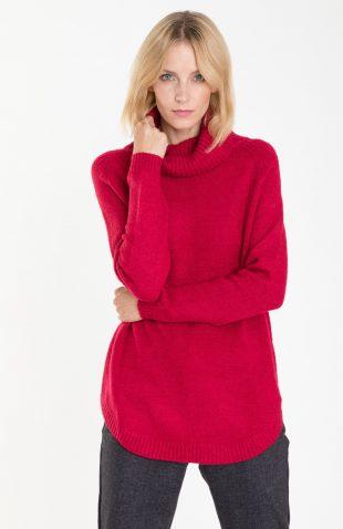 Ciepły sweter o długim kroju z golfem malinowy