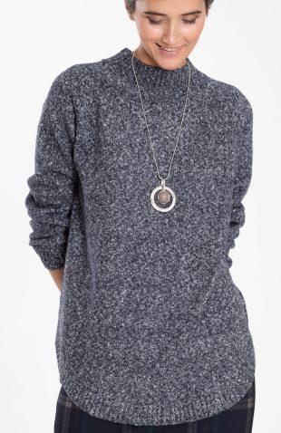 Ciepły sweter o długim kroju ze stójką