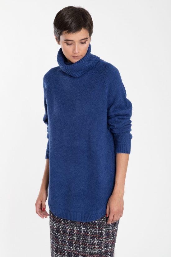 Ciepły sweter o długim kroju z golfem niebieski