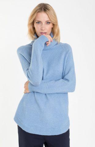 Ciepły sweter o długim kroju z golfem błękitny