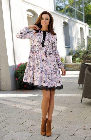 Elegancka luźna sukienka odcinana pod biustem