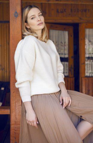 Miękki ciepły sweter oversize w łódkę