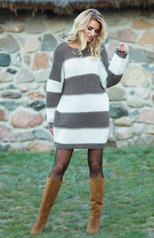 Ciepła sukienka swetrowa w szerokie pasy