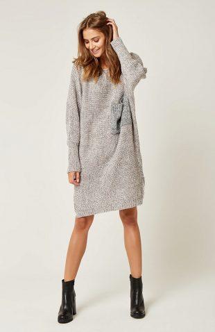 Ciepła luźna sukienka swetrowa do kolan