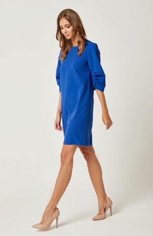 Prosta klasyczna sukienka typu A do kolan niebieska