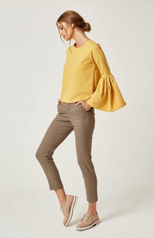 Prosta bluzka z falbanami na rękawach żółta