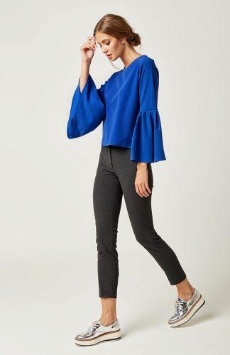 Prosta bluzka z falbanami na rękawach niebieska