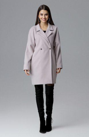 Elegancki dwurzędowy płaszcz pudełkowy beżowy