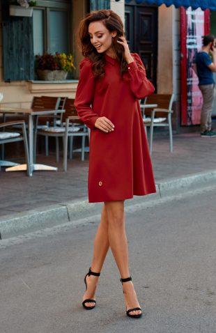 Trapezowa elegancka sukienka z szyfonowymi rękawami