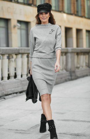 Elegancka dzianinowa sukienka do kolan szara
