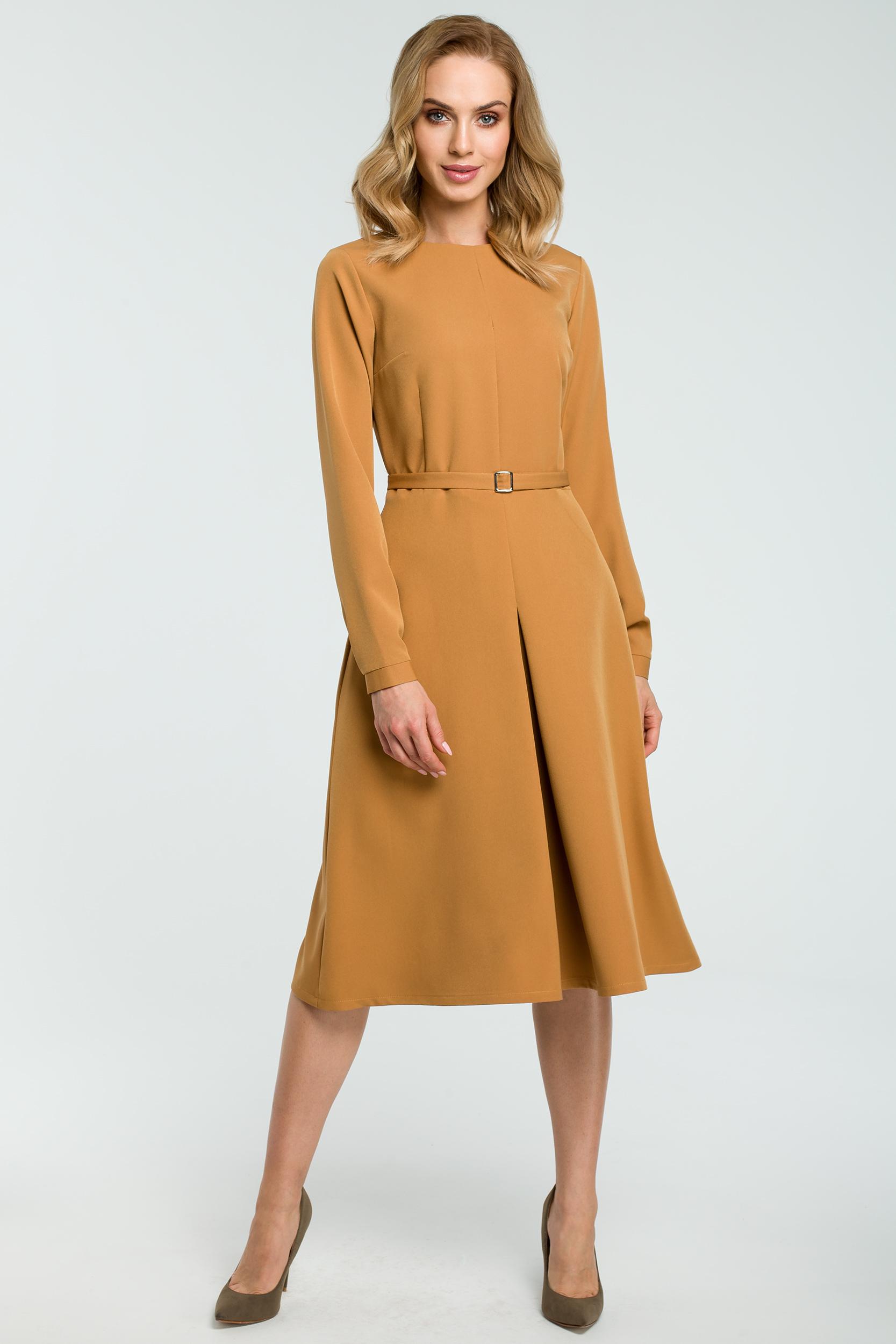 8d66f99910 Elegancka rozkloszowana sukienka z paskiem cynamonowa