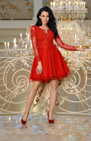 Sukienka balowa z tiulem i z haftami czerwona