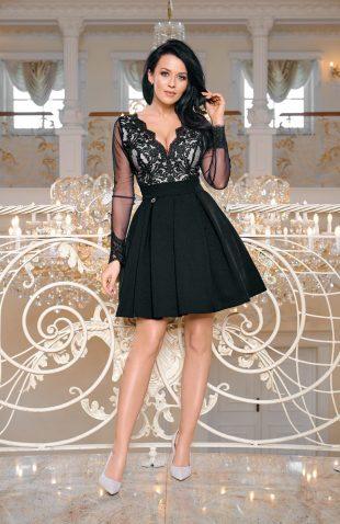 Wieczorowa sukienka z tiulem i z haftami czarna