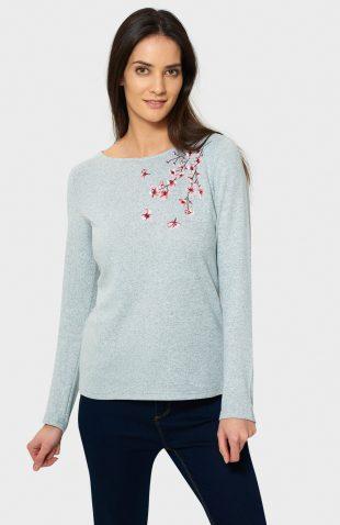 Sweter o klasycznym fasonie z kwiatowym haftem