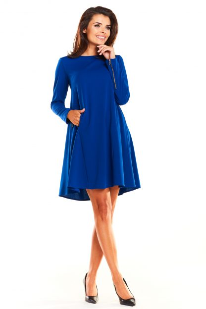 Elegancka rozkloszowana sukienka fason A niebieska