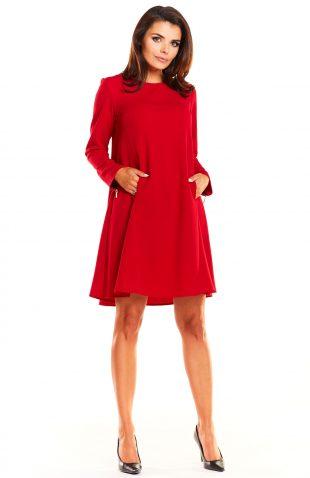 Elegancka rozkloszowana sukienka fason A czerwona